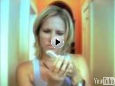 Les blondes, l'Ipod Shuffle...Sacré Apple